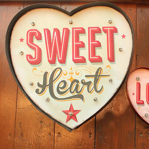 Sweet Heart Light Up Sign Travels us Back to the retro kitsch charm of 1950s