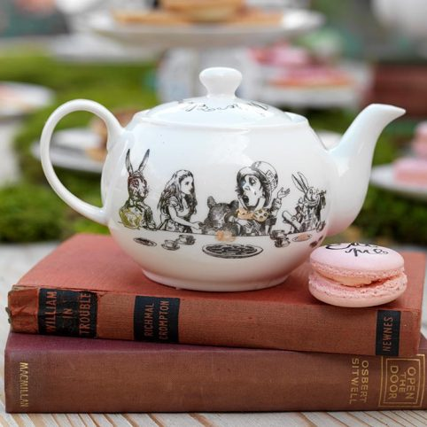 Alice in Wonderland Tea party - Teapot for one