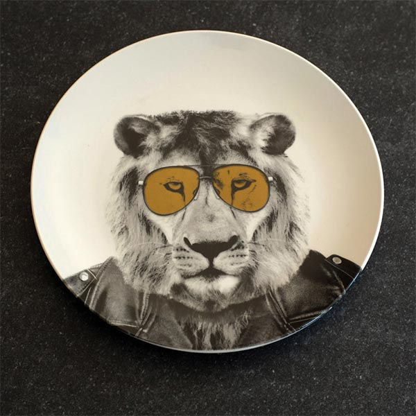 Check our wild animal plates for cool breakfast table settings