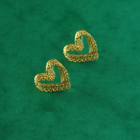 gold-lace-heart-stud-earrings