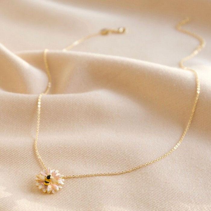 Bumblebee & Daisy Necklace - Buy Online UK